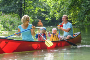 Getting-Active-Together-With-The-Kids-canoe-Muscle-Media